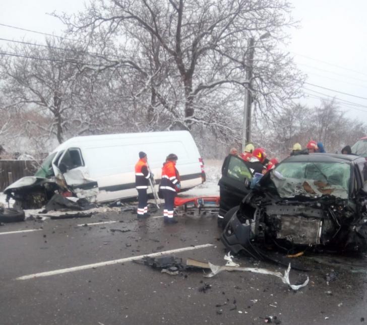 Accident cu cinci răniţi şi trafic blocat pe E85, în judeţul Vrancea (VIDEO)
