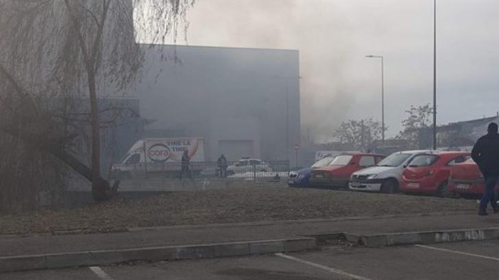 Incendiu la un mall din Ploiești: peste 1.000 de persoane au fost evacuate