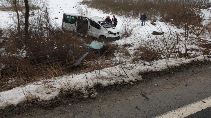 Accident grav la Arad: Trei persoane rănite