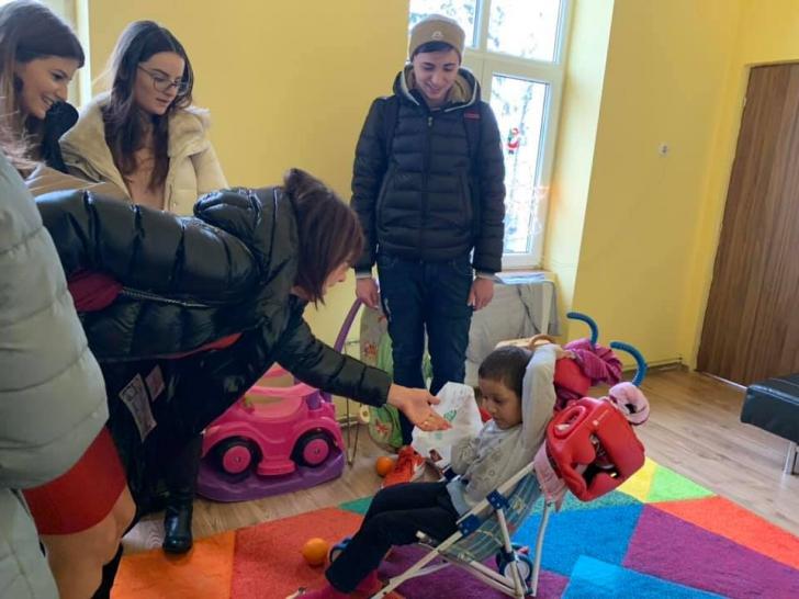 Carmen Iohannis, în vizită la copii înainte de Crăciun