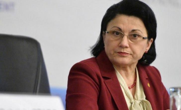 Ministrul Educaţiei anunţă schimbări de lege: 5 ani obligaţia de a lucra în ţară