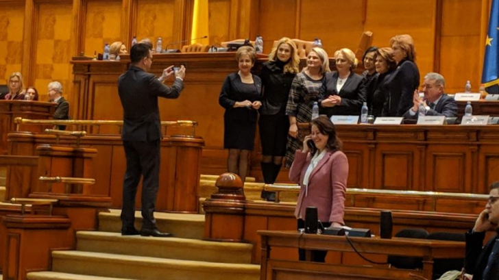 """Viorica Dăncilă, ipostază uluitoare în Parlament, """"în timp ce economia arde"""""""
