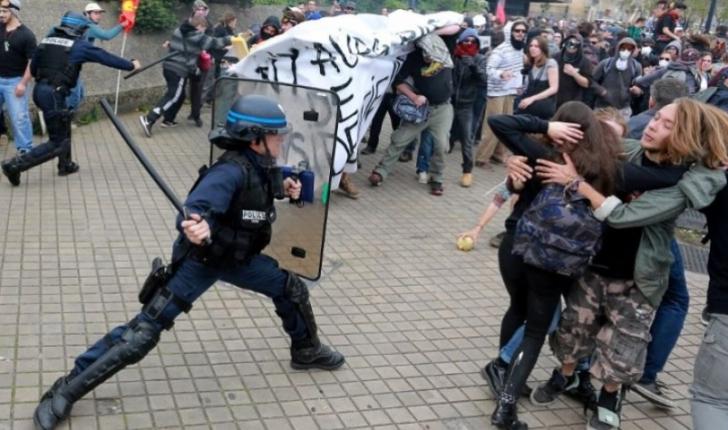 Protest violent in centrul Parisului din cauza sistemului de pensii