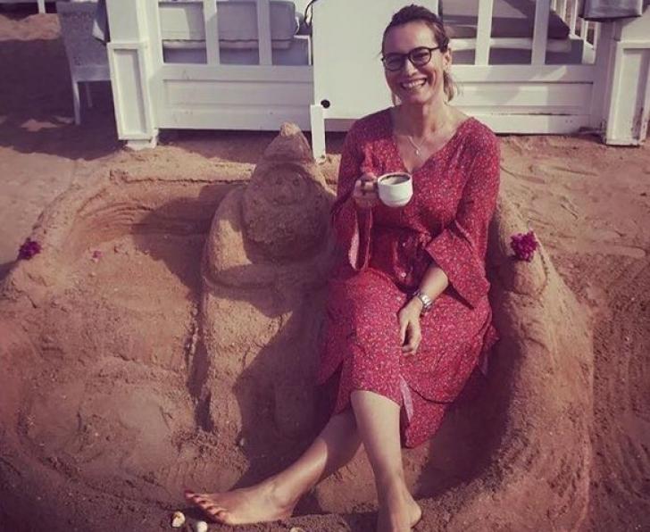 Andreea Esca face Crăciunul pe plajă. Unde petrece știrista