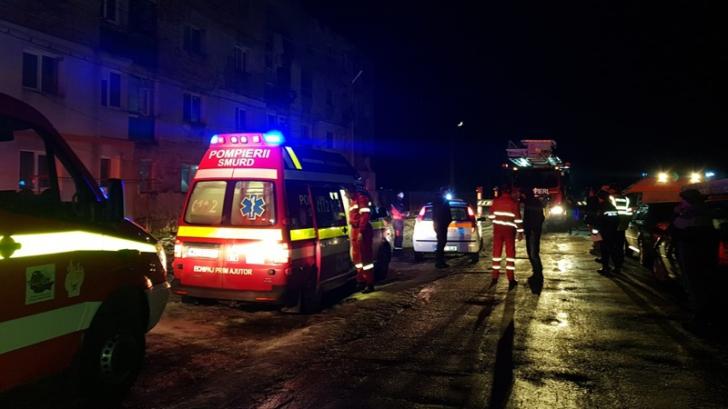 Zeci de persoane evacuate din cauza unui incendiu
