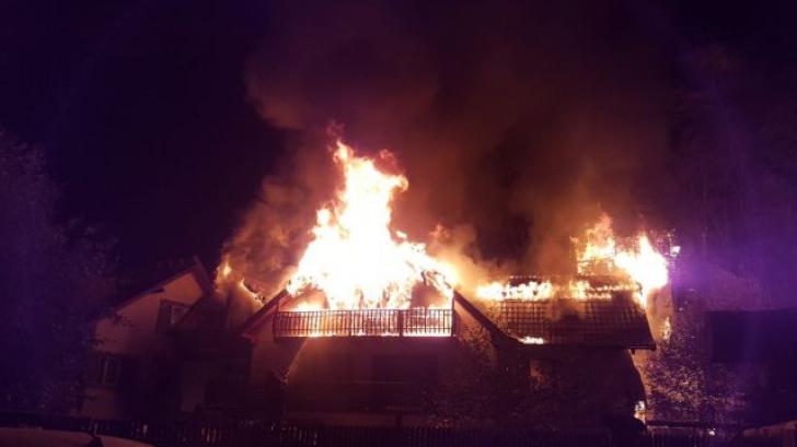 ALERTĂ! Incendiu puternic într-o zonă turistică din România