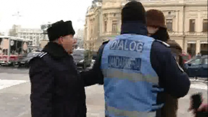 """Scandal la comemorarea Revoluției. Un polițist, către un protestatar: """"Du-te dracu de jegos!"""""""