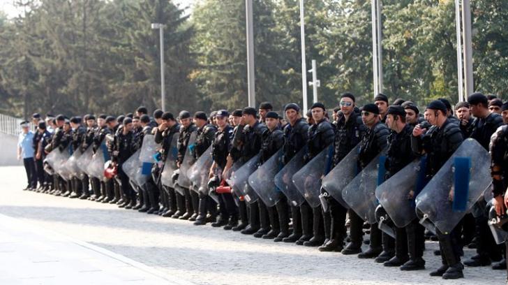 Mobilizare masivă pentru protecția PSD? Trupe de jandarmi, în Parlament și în fața clădirii