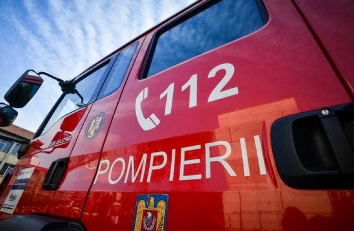 INCENDIU pe autostrada București-Pitești. TIR încărcat cu mașini, în flăcări