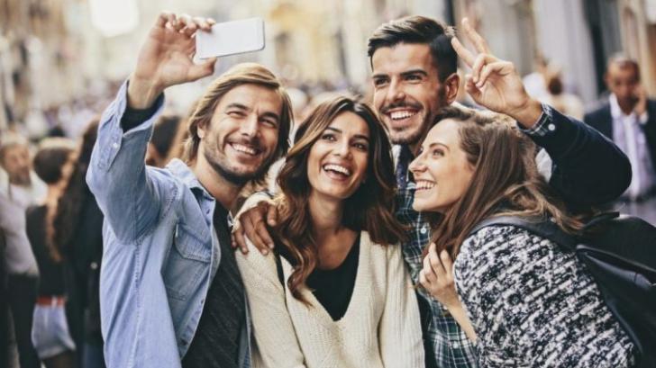Cele trei calități pe care tinerii din generațiile Y și Z le caută la partenerii de cuplu