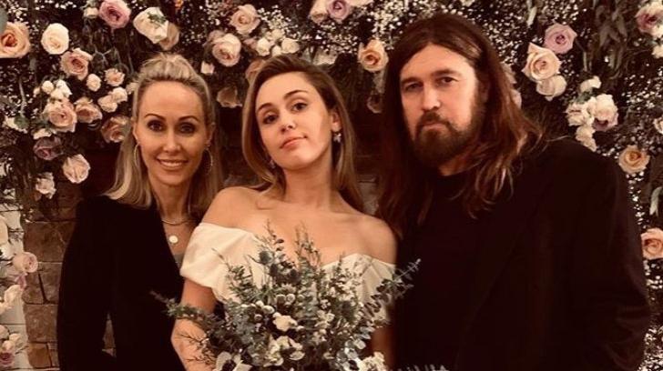Miley Cyrus, mireasă. Cum a arătat cântăreața în fața altarului