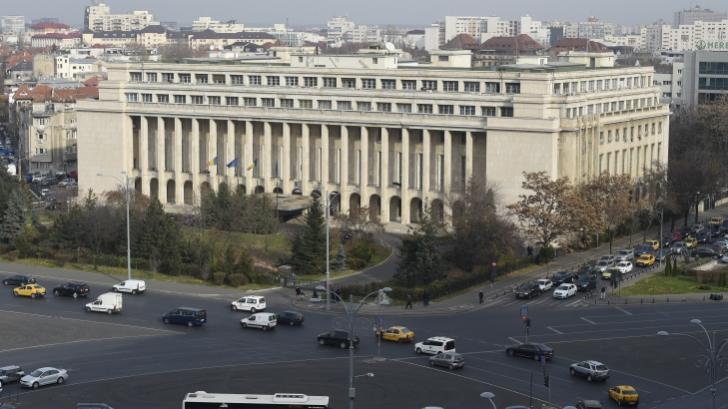 Revelion special la Palatul Victoria. Steagurile României și UE, proiectate pe clădire