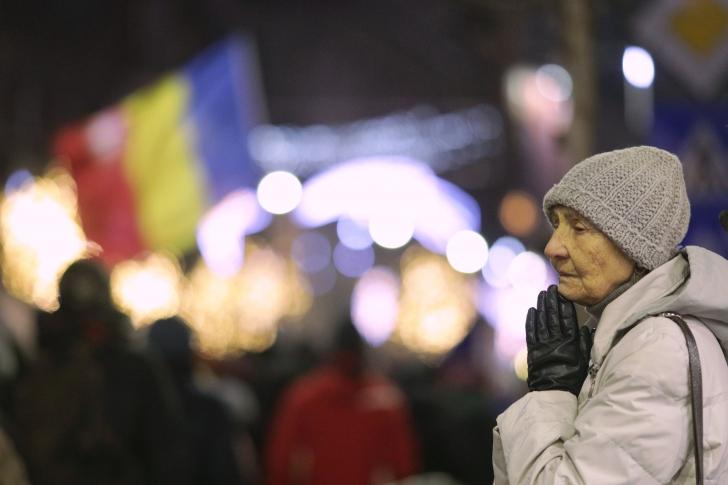 """Protest la București: 3.000 de oameni au strigat, la 29 de ani de la Revoluție: """"Jos comunismul!"""""""