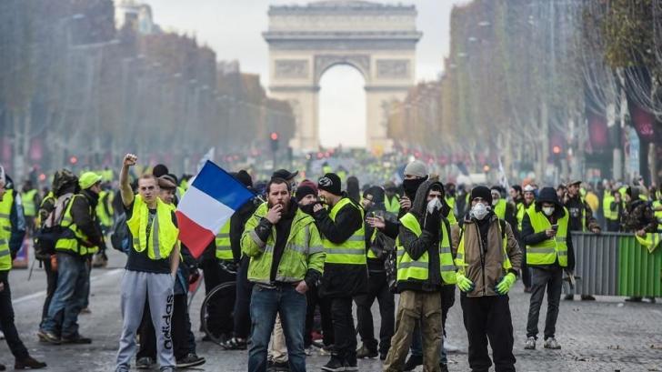 """Noi proteste violente ale mişcării """"Vestele galbene"""""""