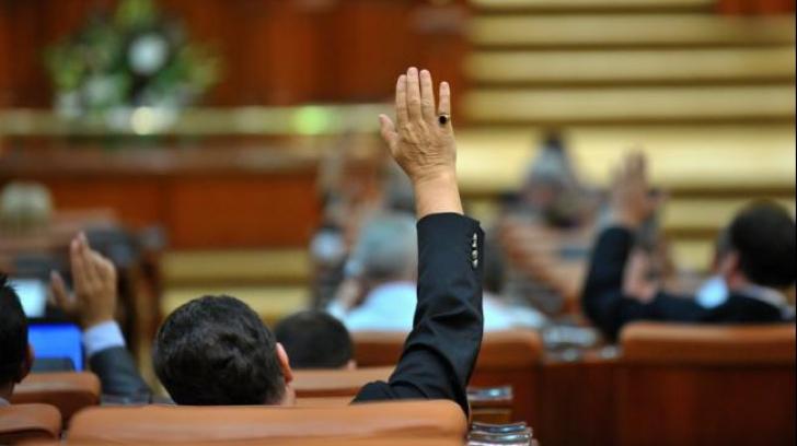 Deputații plafonează dobânzile la creditele bancare