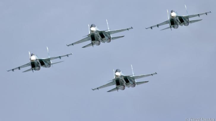 Tensiuni la Marea Neagră. Mai multe avioane de luptă ale Rusiei au aterizat în Crimeea