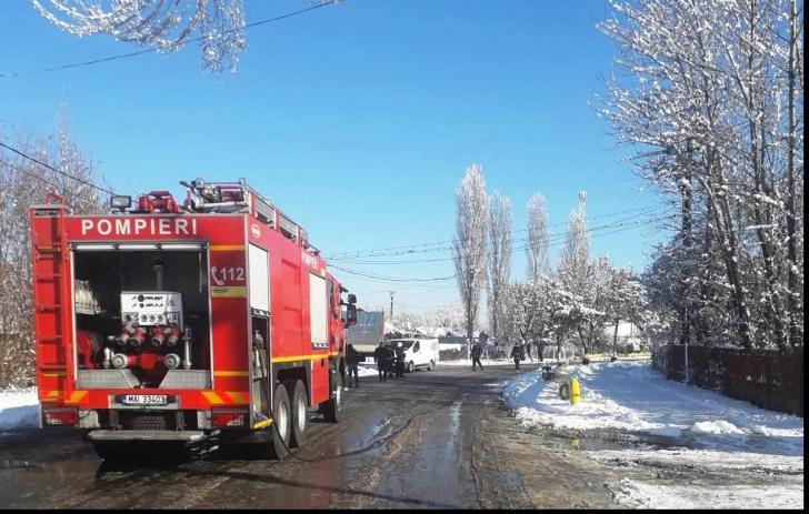 Alertă la Titu, după ce un șofer de TIR a lovit o conductă de gaze