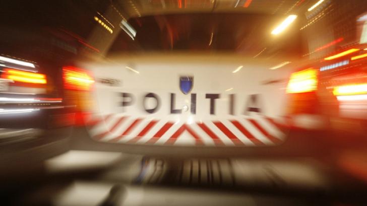 Urmărire pe străzile din Dej. Un poliţist a fost lovit cu maşina