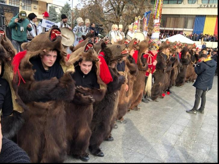 Urșii de la Comănești, atracția Festivalului de Datini de la Vaslui