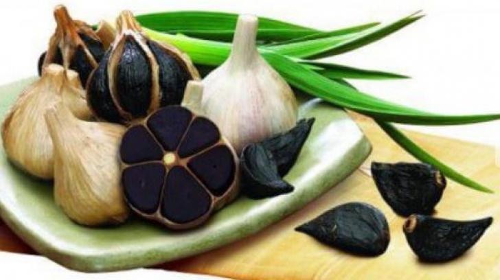 Usturoiul negru. Proprietățile lui sunt uluitoare, distruge 14 tipuri de cancer