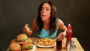 Ce pericole te pândesc dacă mănânci repede