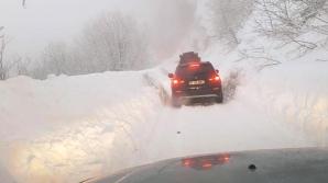 Avalanșele încurcă traficul în Dâmboviţa