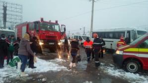 Accident grav în Prahova: Un microbuz cu 21 de persoane a intrat în coliziune cu o autoutilitară