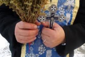 """Un preot recunoaște câți bani câștigă de Bobotează: """"Am făcut 3.500 de euro"""""""