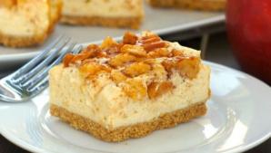 Desert delicios! Cheesecake cu mere şi caramel