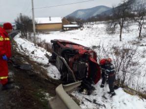 Microbuz cu pasageri, implicat într-un accident în lanț, în Hunedoara. 5 mașini, făcute praf / Foto: realitateadehunedoara.net
