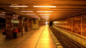 Tentativă de sinucidere la metrou. Un tânăr s-a aruncat în fața trenului