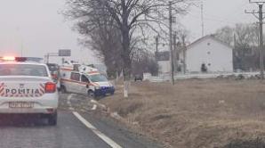 Ambulanţă în misiune, implicată într-un grav accident. Asistenta a fost rănită