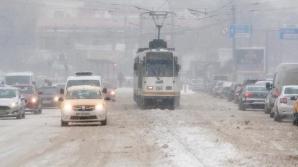 STB: Circulaţia mai multor tramvaie şi troleibuze, blocată