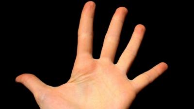 Ce înseamnă când te mănâncă palma dreaptă?