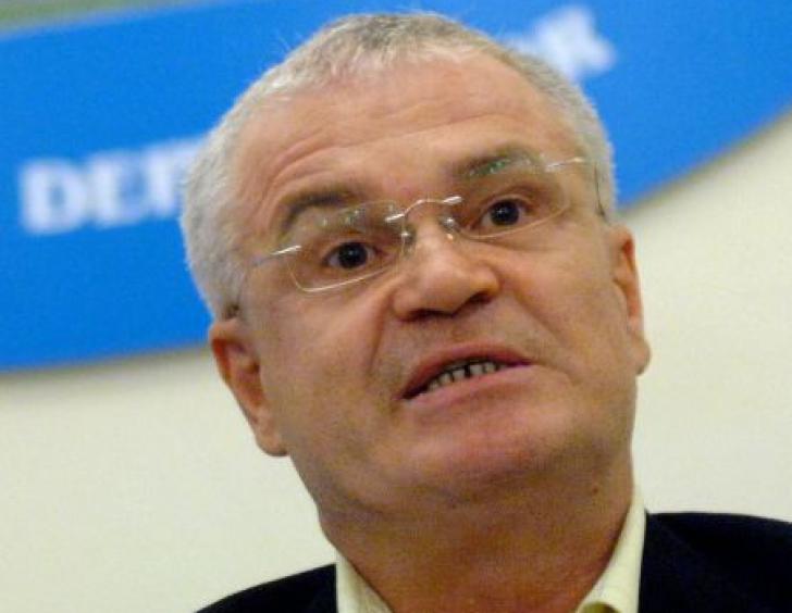 """Eugen Nicolicea, agresat în plină stradă de un bărbat. """"Ești prost!"""", a replicat deputatul"""