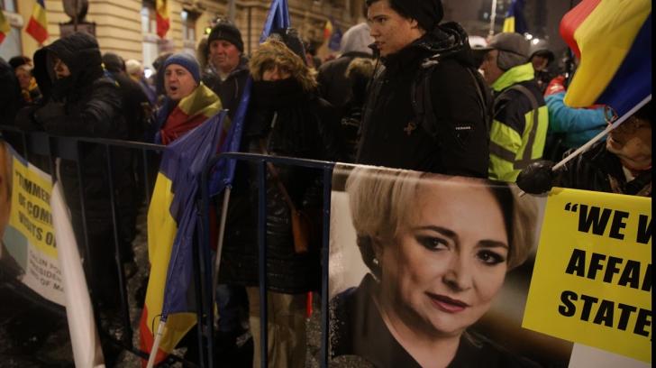 Protest anti-PSD în fața Ateneului Român