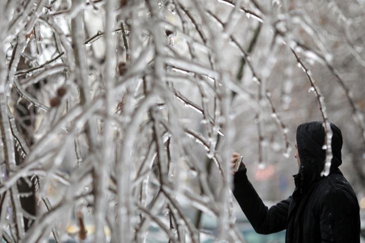 Ploaie înghețată în Capitală. Imagini spectaculoase