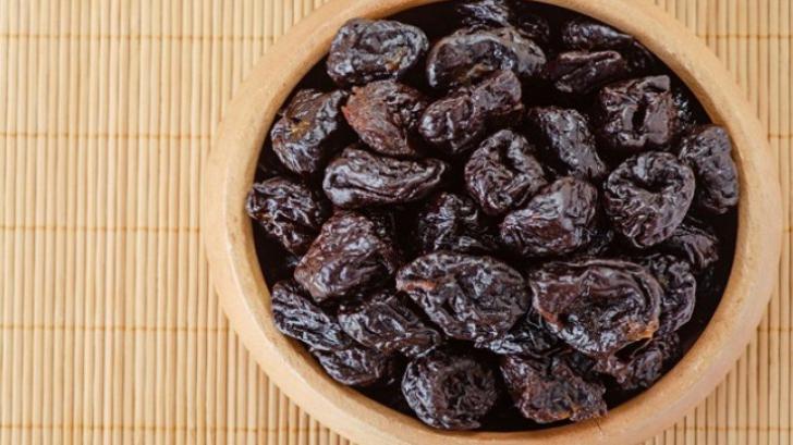Prunele uscate, miracole pentru sănătate! Conţin o mulţime de vitamine