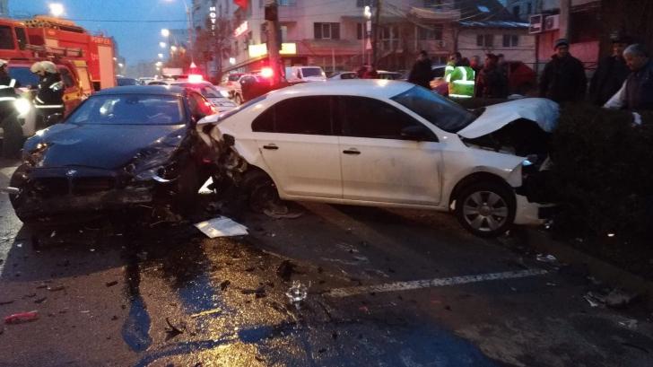 Accident grav cu cinci maşini pe o stradă din Cluj