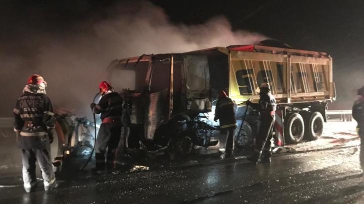Autospecială de la dezăpezire, în flăcări, pe Autostrada București - Constanța