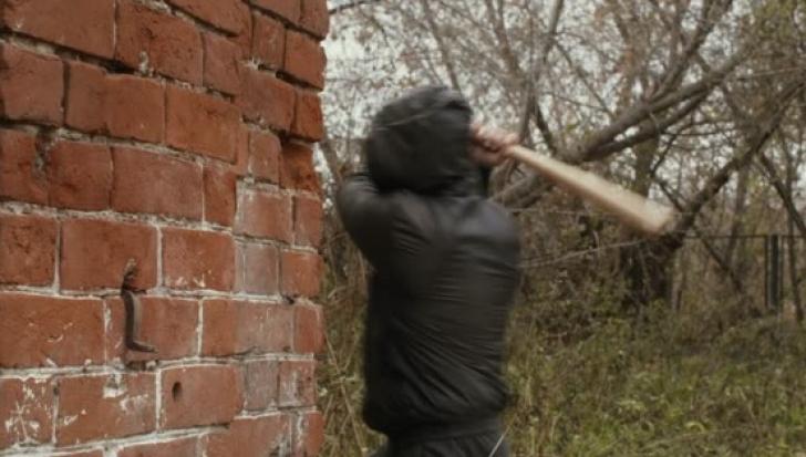 INCIDENT ŞOCANT în Irlanda de Nord: 5 români au fost bătuţi sălbăticie, în propria casă, cu bâtele