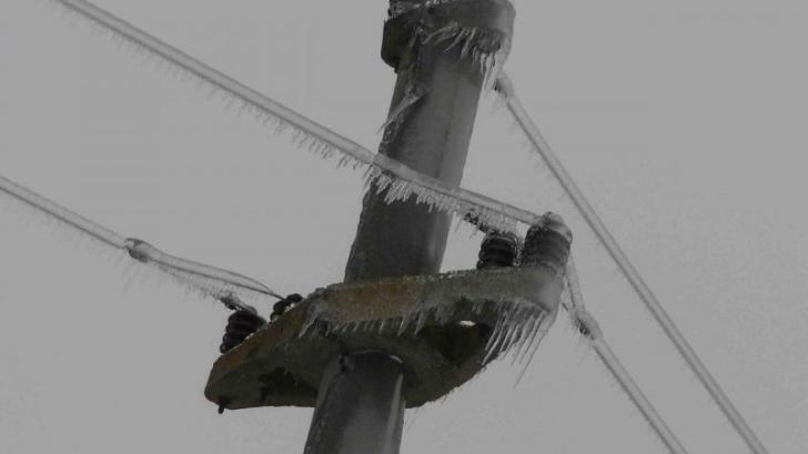 Peste 900 de gospodării din Dolj, fără curent electric