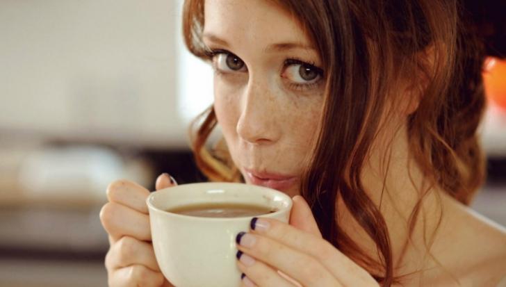 Ce poţi păţi dacă bei mai multe ceşti de cafea pe zi. Este grav