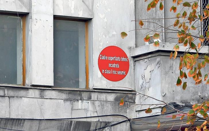 Primăria Capitalei cumpără truse de prim-ajutor pentru cei care locuiesc în clădiri cu bulină roşie