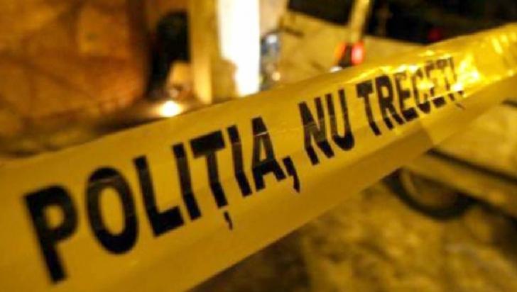 Crimă în Argeş: Și-a ucis musafirul cu un făcăleţ