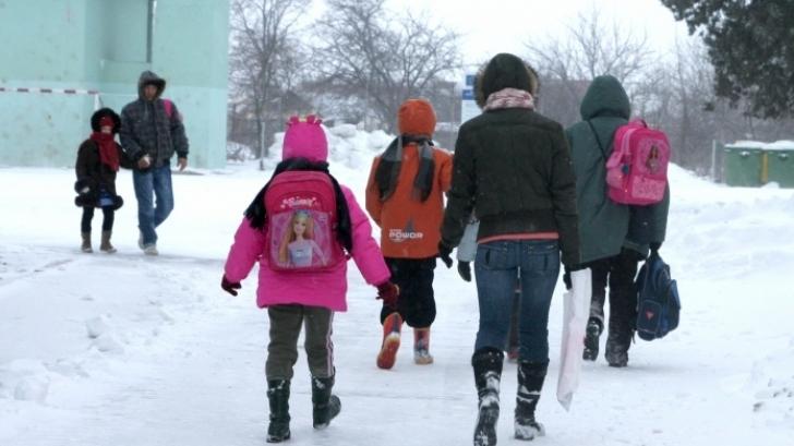 Se deschid sau nu luni școlile? Anunțul făcut de ministrul Educației