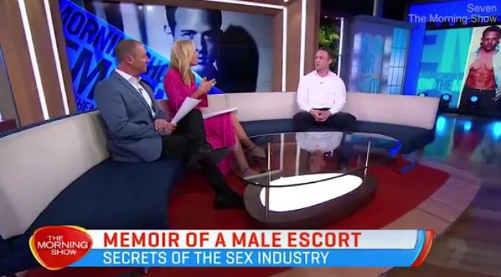 Acest bărbat cere mii de dolari pentru sex, dar oferă ceva ieşit din comun. Femeile se bat pe el!