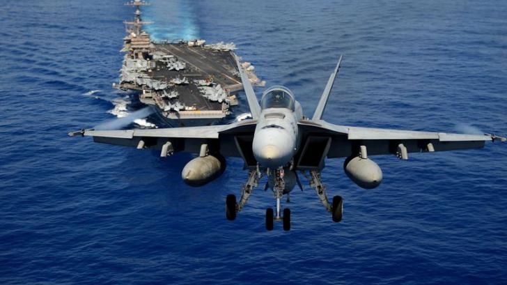 VIDEO Momentul în care un avion F-18 este lovit de fulger. Ce s-a întâmplat cu pilotul