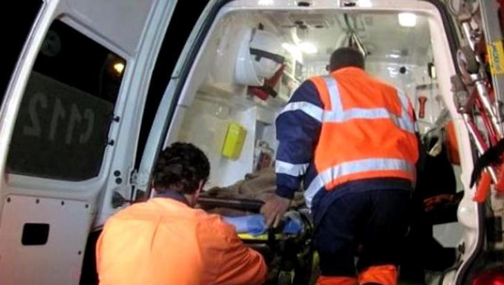 Accident în Argeş: A intrat cu mașina într-o stație de autobuz. 3 persoane rănite