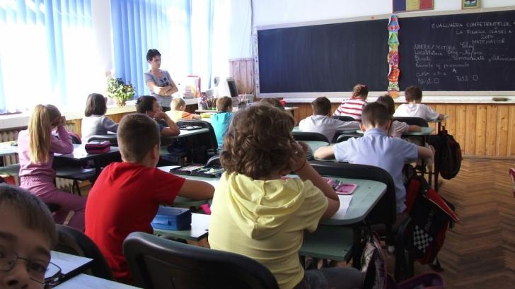 Triaj epidemiologic sever în toate școlile din Dolj. Sute de elevi, trimiși acasă